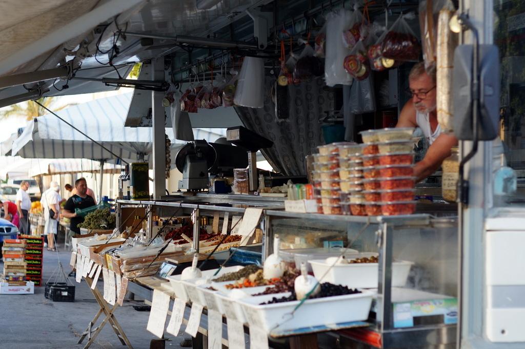 シチリア日記 Trapaniの魚市場_c0180686_17035625.jpg