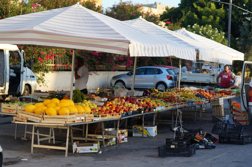 シチリア日記 Trapaniの魚市場_c0180686_17042719.jpg