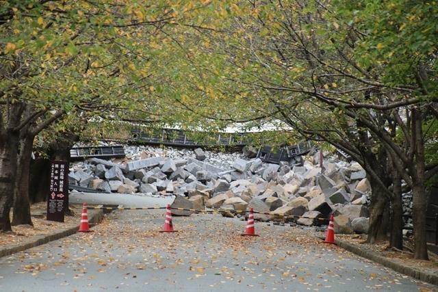 熊本大震災からの復興@崩壊した熊本城と加藤清正公の涙そして若者達への希望と勇気_d0181492_10515874.jpg