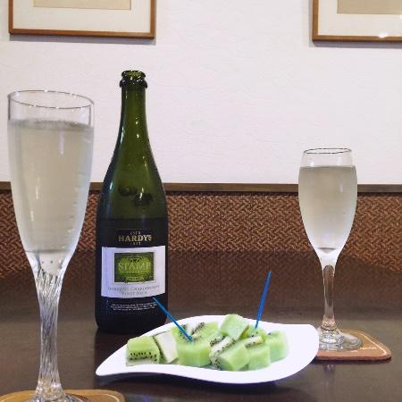 キウイ / Sparkling Wine & Kiwi fruit_b0158813_19193740.jpg