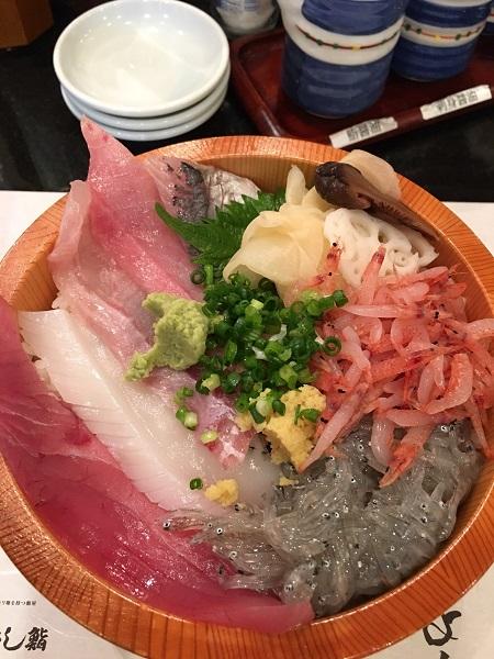 三島駅そばのおすすめランチ「沼津魚がし鮨」_e0171573_12335726.jpg