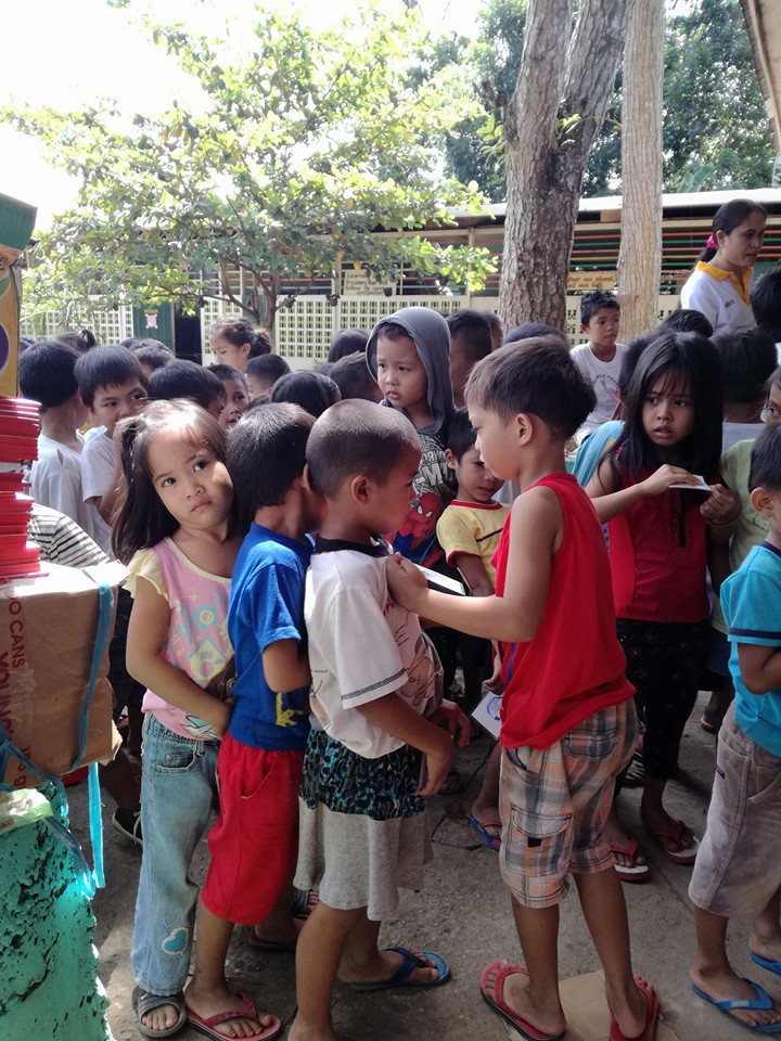 ミンダナオ島Ozamiz Litapan Elementary Schoolでの寄付活動のご報告_e0135675_12431287.jpg