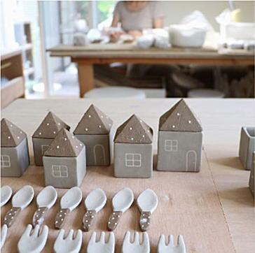 佐野智子さんの個展と陶芸体験のお知らせ_e0348417_20525927.jpg