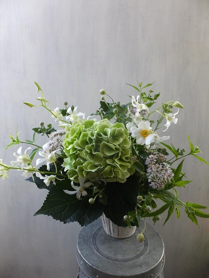 オークリーフ(秋色紫陽花を入れたお悔やみ花)_f0049672_17361956.jpg