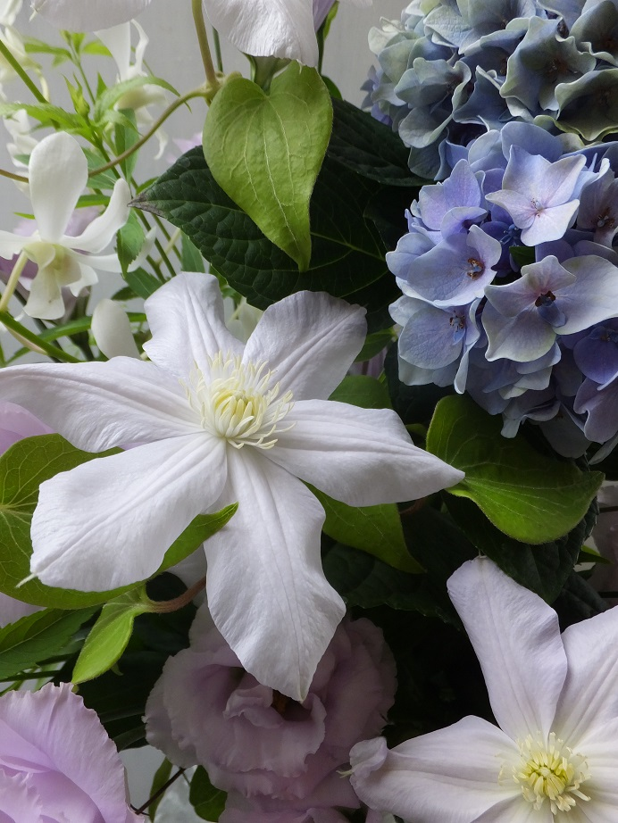 オークリーフ(秋色紫陽花を入れたお悔やみ花)_f0049672_17371931.jpg
