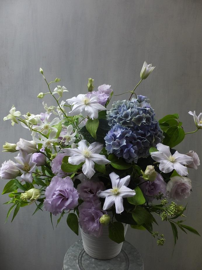 オークリーフ(秋色紫陽花を入れたお悔やみ花)_f0049672_17372960.jpg
