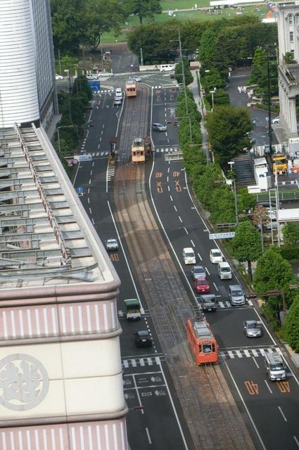 女性の美意識と生活習慣・・・若く、美しくあるために、松山市の路面電車_d0181492_18283343.jpg