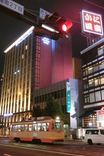 女性の美意識と生活習慣・・・若く、美しくあるために、松山市の路面電車_d0181492_18292260.jpg