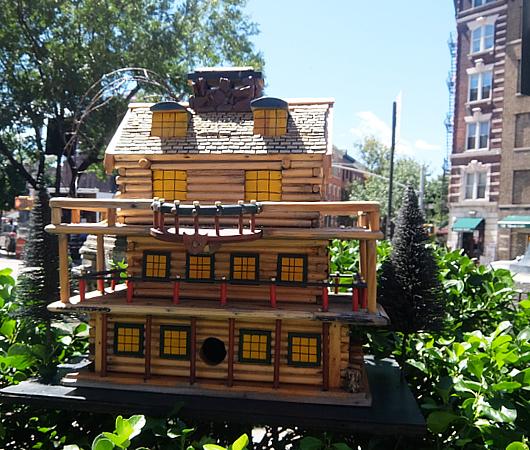 NYの街角で見かけた鳥さんのお家_b0007805_9294032.jpg