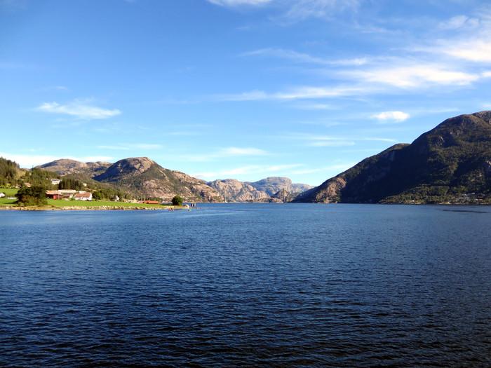 ノルウェーのリーセフィヨルドへ。_d0116009_11233829.jpg
