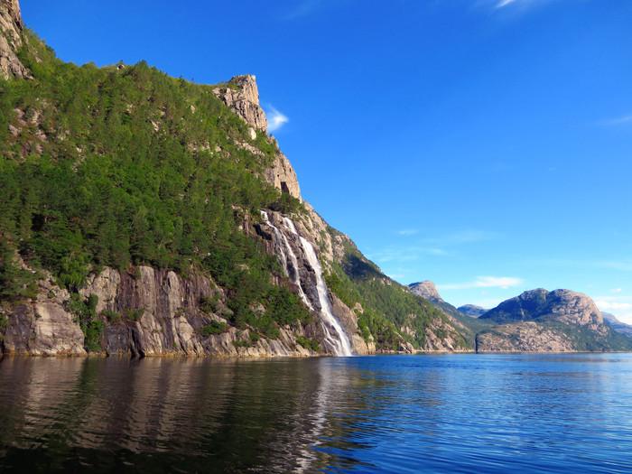 ノルウェーのリーセフィヨルドへ。_d0116009_11312599.jpg