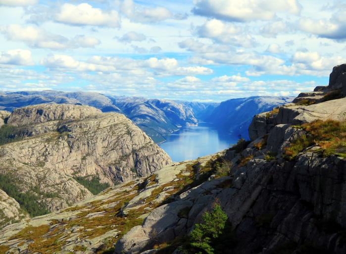 ノルウェーのリーセフィヨルドへ。_d0116009_12131844.jpg