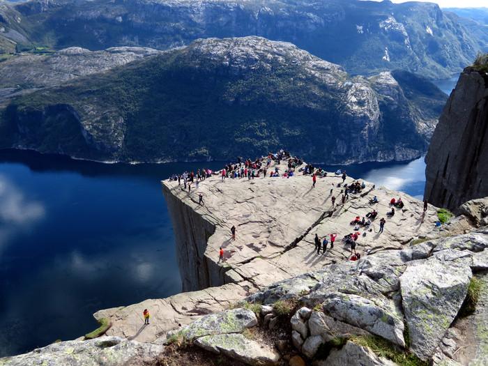 ノルウェーのリーセフィヨルドへ。_d0116009_12203381.jpg