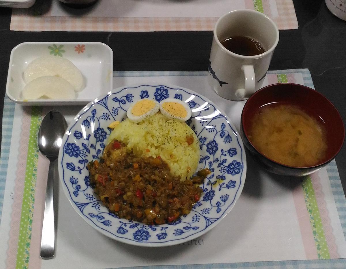 朝・ドライカレー、味噌汁、梨_c0357519_02474300.jpg