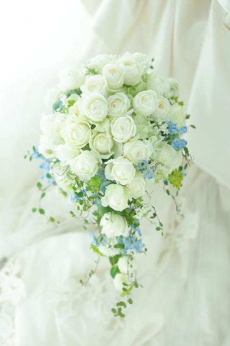 セミキャスケードブーケ 八芳園様へ  新しい家族のかたちに_a0042928_2027857.jpg