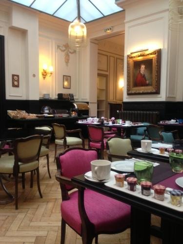 パリのホテルインテリア 朝食ルーム_f0375763_23142852.jpg