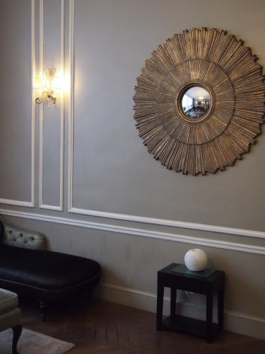 パリのホテルインテリア ロビー編  壁面とグレーを考えてみる_f0375763_23321751.jpg