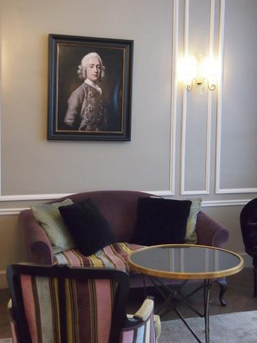 パリのホテルインテリア ロビー編  壁面とグレーを考えてみる_f0375763_23330966.jpg