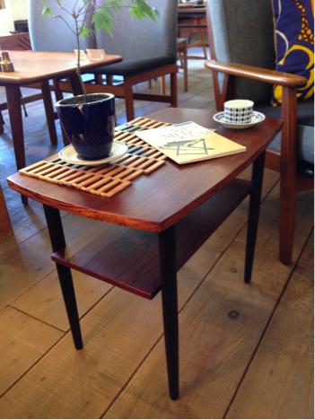side table_c0139773_13405536.jpg