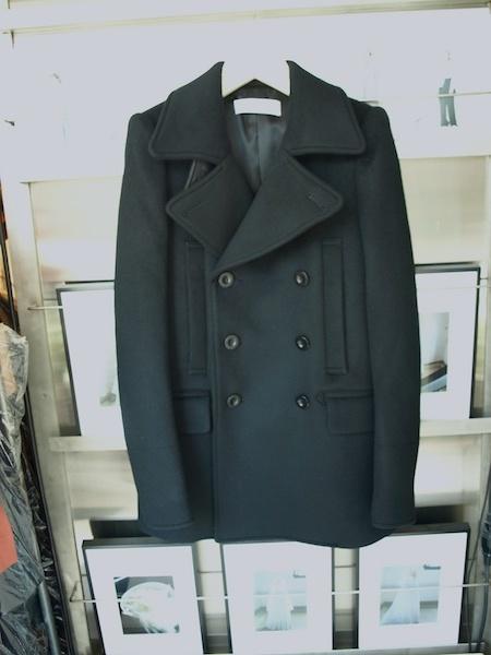 長く愛せるコートです。tomoumi onoによる通称『名前の無いブランド』によるカシミヤ混のピーコートが入荷しました。_e0122680_18045535.jpg