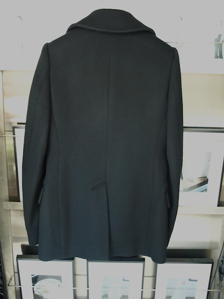 長く愛せるコートです。tomoumi onoによる通称『名前の無いブランド』によるカシミヤ混のピーコートが入荷しました。_e0122680_18052025.jpg