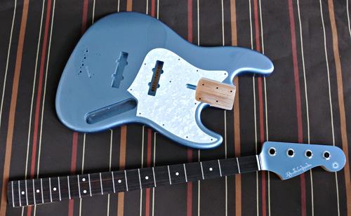 「Guitar × 4種とBass × 1種」の塗装が完了です!_e0053731_1710305.jpg