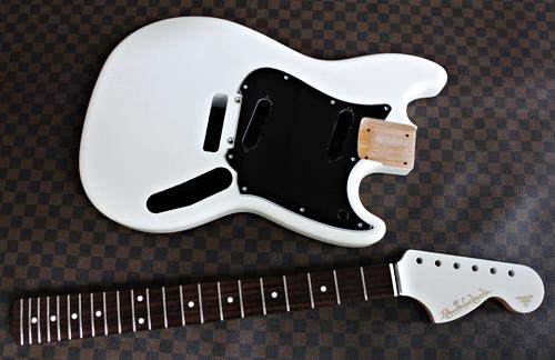 「Guitar × 4種とBass × 1種」の塗装が完了です!_e0053731_17103435.jpg