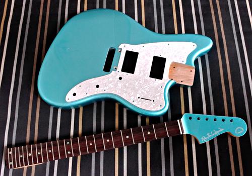「Guitar × 4種とBass × 1種」の塗装が完了です!_e0053731_17103885.jpg