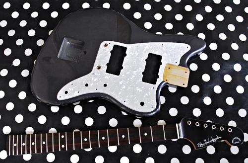 「Guitar × 4種とBass × 1種」の塗装が完了です!_e0053731_17104269.jpg