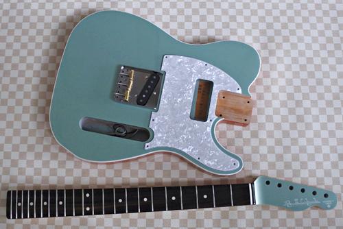 「Guitar × 4種とBass × 1種」の塗装が完了です!_e0053731_17104580.jpg