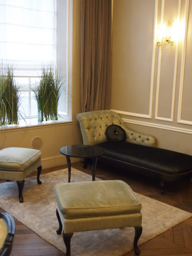 パリのホテルインテリア ロビー編  壁面とグレーを考えてみる_f0375763_22112132.jpg
