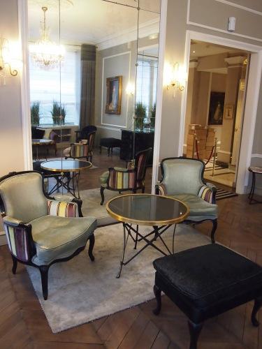 パリのホテルインテリア ロビー編  壁面とグレーを考えてみる_f0375763_22133129.jpg