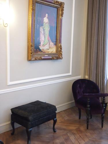 パリのホテルインテリア ロビー編  壁面とグレーを考えてみる_f0375763_22141587.jpg