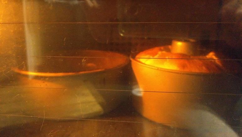 ケーキを二つ焼く_b0019674_20454039.jpg