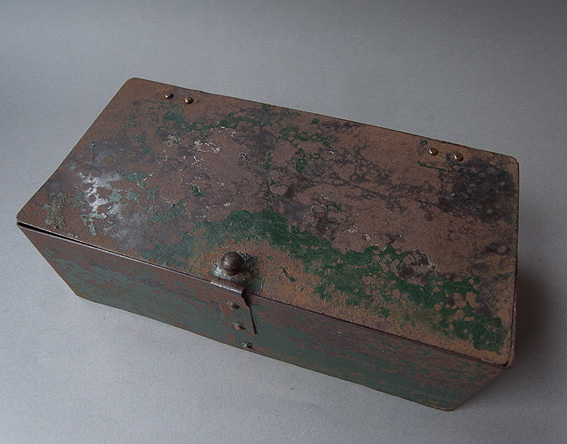 緑の鉄箱_e0111789_09592806.jpg