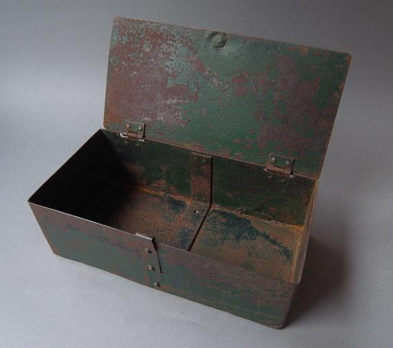 緑の鉄箱_e0111789_09592821.jpg