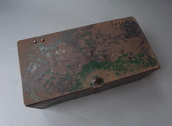 緑の鉄箱_e0111789_09592869.jpg