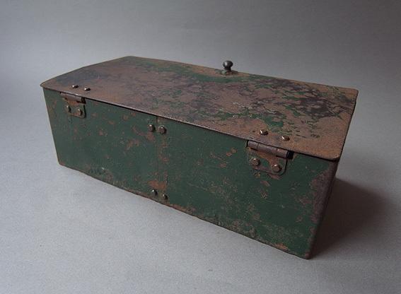 緑の鉄箱_e0111789_09592876.jpg