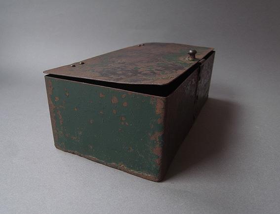 緑の鉄箱_e0111789_09592883.jpg