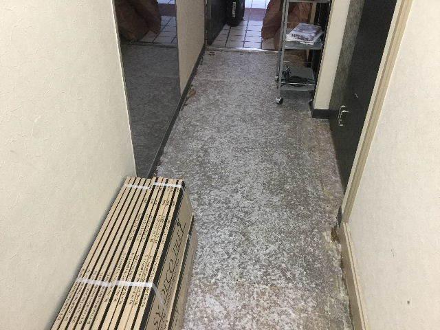 店舗フロアータイル施工_f0031037_19241207.jpg