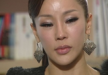 美魔女の歌手ミナ。17歳年下の彼氏、 2002年に美貌が注目、鼻の整形繰り返すもリスクが。。妹も整形被害者に_f0158064_05215055.jpg