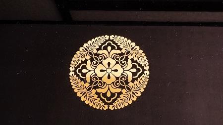 座卓に家紋のお仕事 2016.09.19_c0213599_00292936.jpg