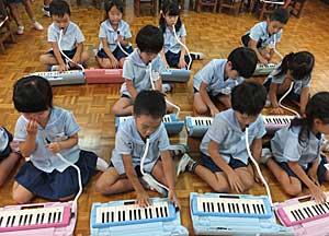 鍵盤ハーモニカ♪_e0325335_1352508.jpg