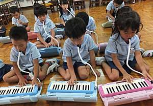 鍵盤ハーモニカ♪_e0325335_1353155.jpg