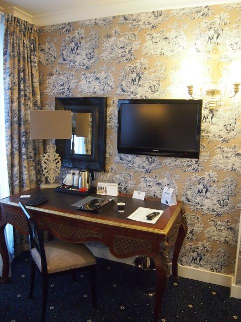 パリのホテルインテリア お部屋編 「自分なら」を考えてみましょう_f0375763_23115994.jpg