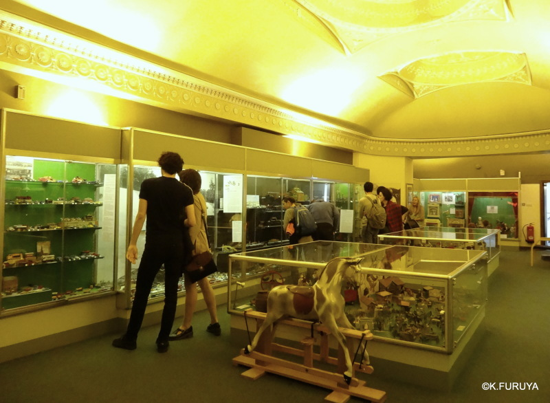 エディンバラ街歩き Ⅲ 子供史博物館_a0092659_22324227.jpg