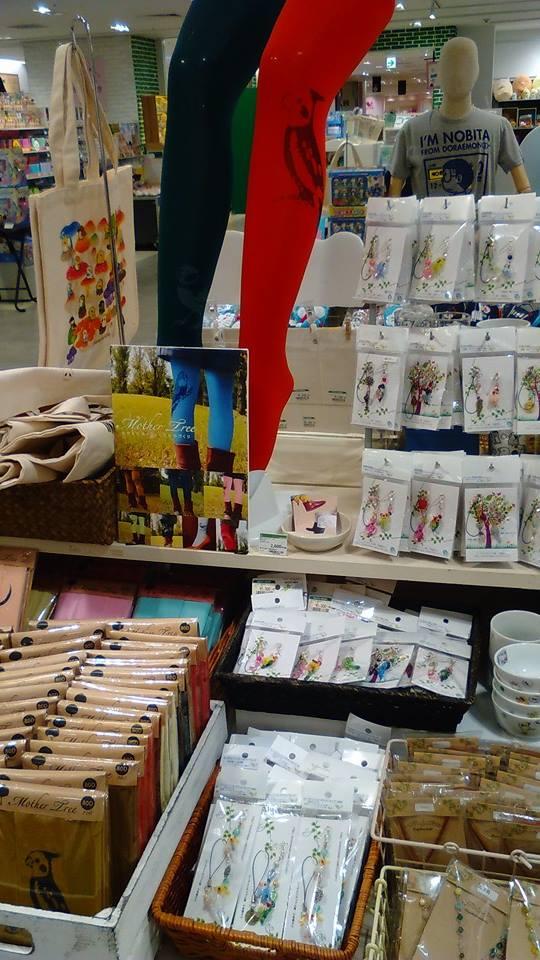東急ハンズ梅田店 常設ブースのインコと鳥の雑貨展の様子_d0322493_0121077.jpg