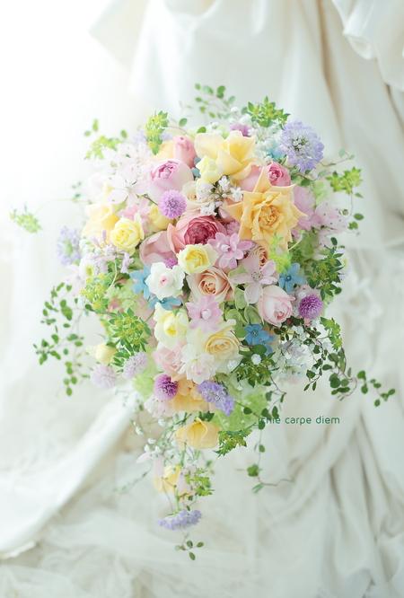 セミキャスケードブーケ 八芳園様へ ミックスカラー、いろいろな花とカスミソウをいれて_a0042928_1410217.jpg