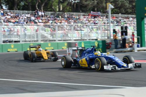 アゼルバイジャンでのF1開催その5 フェラーリとメルセデス_f0039351_1929456.jpg