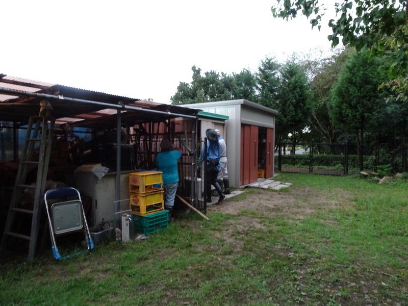 せっかく集まったが雨で作業中断・・・うみべの森_c0108460_16243736.jpg
